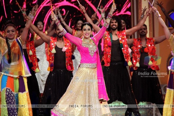 Karisma Kapoor Performs at Deva Shree Ganesha - Sony TV's Ganesh Chaturthi Celebration