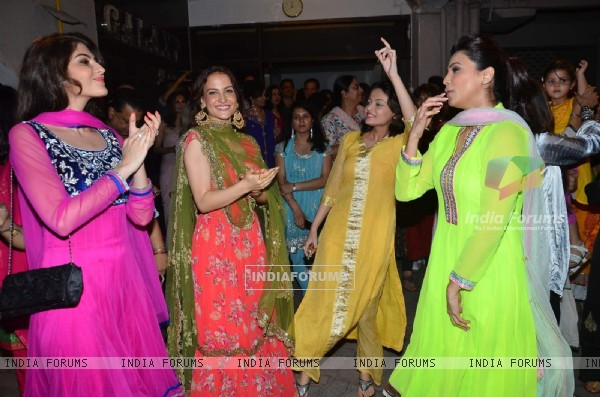 Daisy Shah, Sneha Ullal and Elli Avram at Salman Khan's Ganpati Celebration