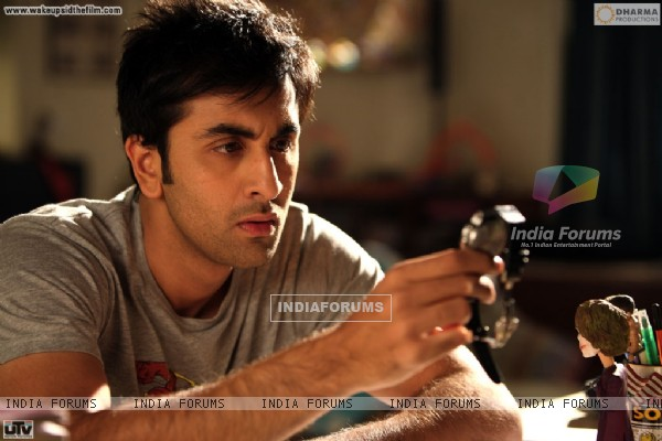 Ranbir Kapoor seeing his watch