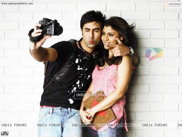 Ranbir Kapoor and Konkona Sen looking gorgeous