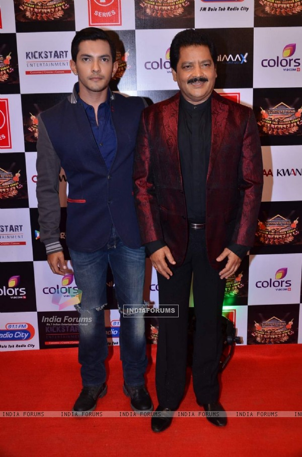 Aditya and Udit Narayan Pays Tribute to Gulshan Kumar