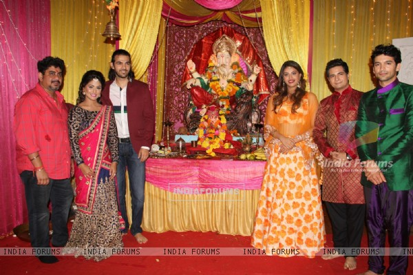 Anushka Ranjan, Karan V Grover and Diganth Promotes Wedding Pullav on Yeh Rishta Kya Kehlata Hai