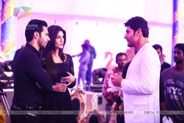 Varun Dhawan and Kriti Sanon Meets Mahesh Babu on the sets of Brahmotsavam