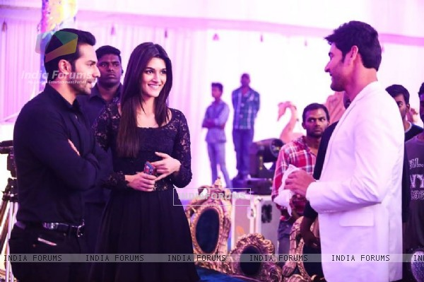 Beautiful Kriti and Varun Meets Mahesh Babu