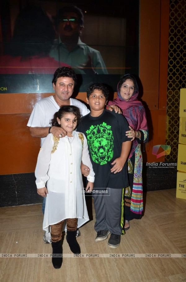 Ali Asgar and Family at Screening of Kis Kisko Pyaar Karoon