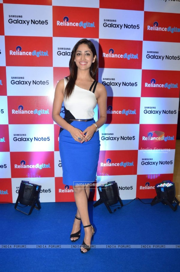 Pretty Yami Gautam at Launch of Galaxy Note 5 at Reliance Digital