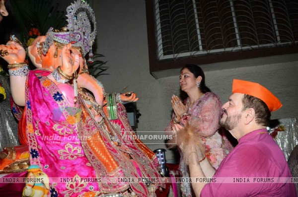 Nitin Mukesh offering his prayers to Lord Ganesha