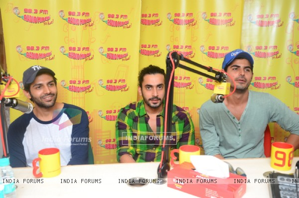 Promotions of Pyaar Ka Punchnama 2 at Radio Mirchi