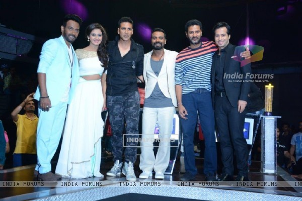 Akshay Kumar and Prabhu Deva for Promotions of Singh is Bling on Dance Plus