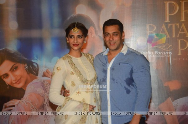 Salman Khan and Sonam Kapoor at the Trailer Launch of Prem Ratan Dhan Payo