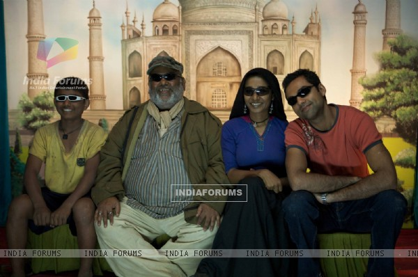 Abhay, Satish and Tannishtha in Road, Movie (38016)