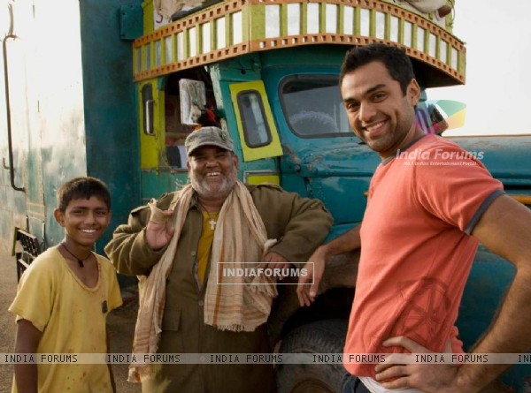 Abhay Deol and Satish Kaushik (38018)