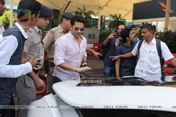 Sachin Tendulkar was snapped at Airport