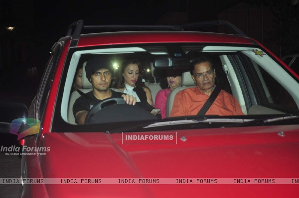 Sonu Nigam with His Family Attends Special Screening of Jazbaa
