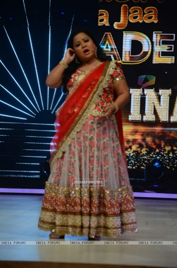 Bharti Singh On Set of Jhalak Dikhhla Jaa - Grand Finale