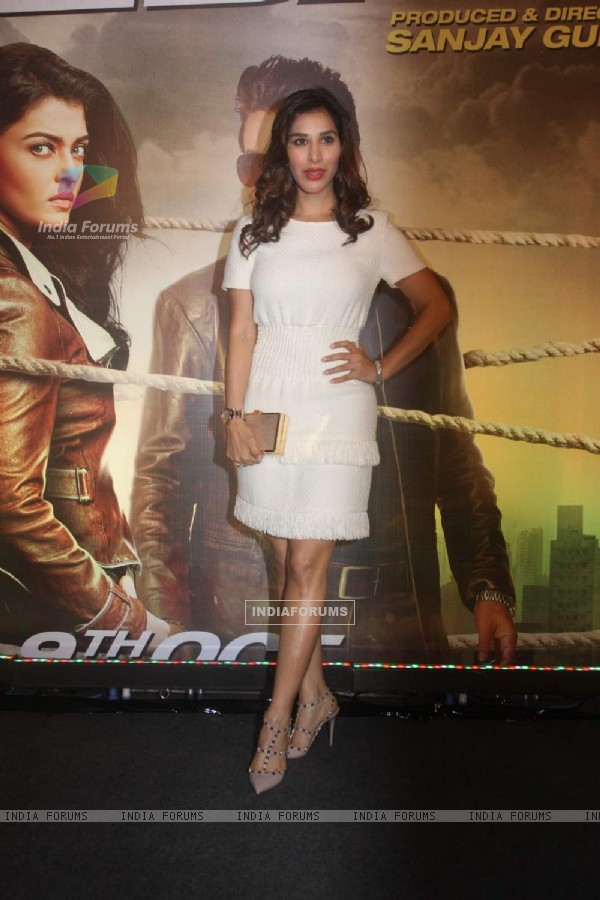 Sophie Choudry at Premiere of Jazbaa