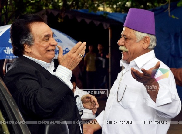 Kader Khan and Om Puri On Set of 'Hogaya Dimaagh Ka Dahi'