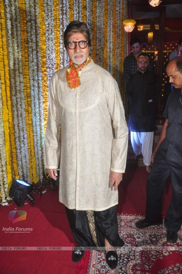 Amitabh Bachchan at 'Mata Ki Chowki' Hosted By Ronit Roy on His Birthday