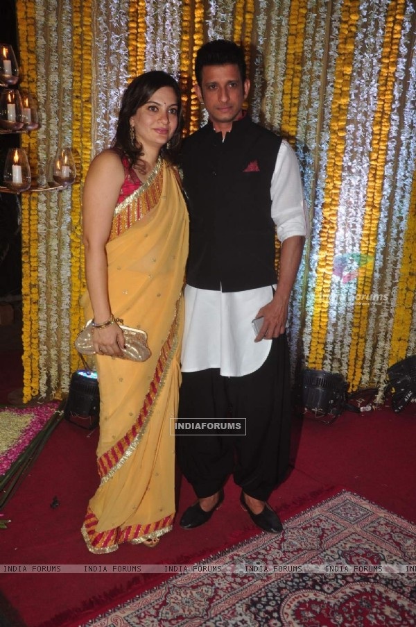Sharman Joshi With Wife at 'Mata Ki Chowki' Hosted By Ronit Roy on His Birthday