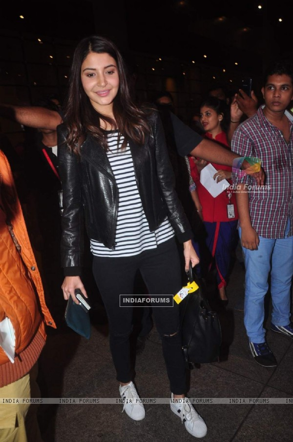 Anushka Sharma Snapped at Airport