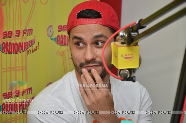 Kunal Khemu at Radio Mirchi for Promotions of Guddu Ki Gun