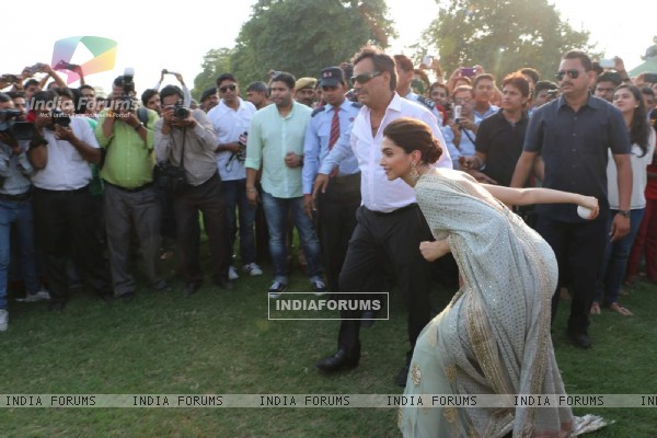 Deepika Padukone Plays Duing Song Launch of Bajirao Mastani in Jaipur