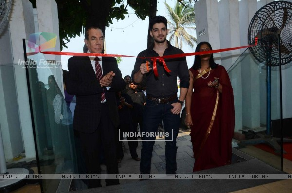 Sooraj Pancholi Inaugurated Magna Exhibition