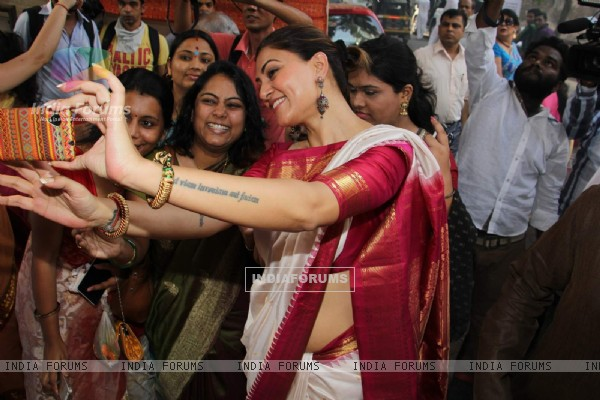 Sushmita Sen clicks Selfie with Fans at Durga Pooja
