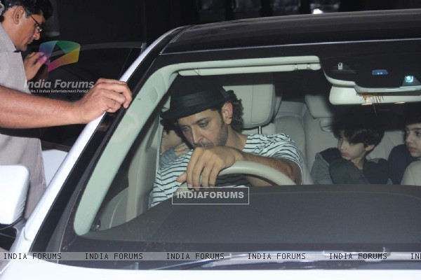 Hrithik Roshan Snapped With Kids Hrehaan Roshan and Hridhaan Roshan
