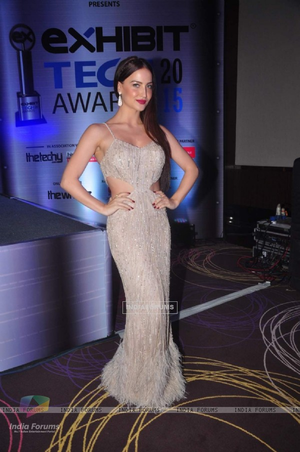 Elli Avram at Exhibit Tech Awards 2015
