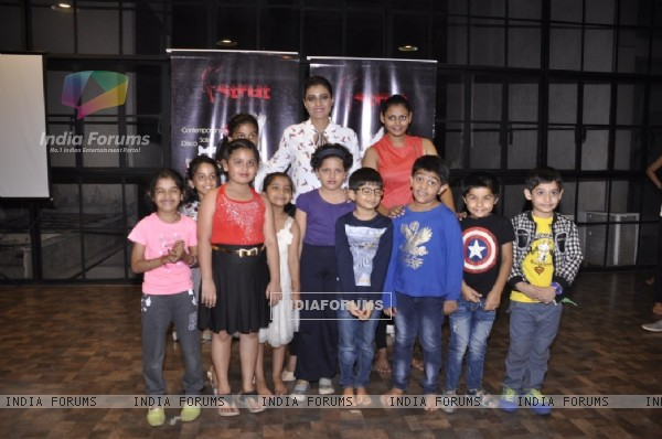 Kajol poses with the kids at Struts Academy Event