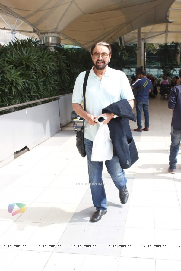 Kabir Bedi Snapped at Airport