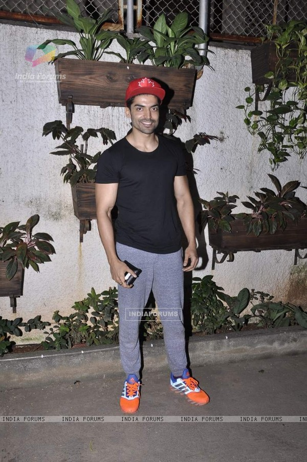 Gurmeet Choudhary attends Movie Screening at Sunny Super Sound