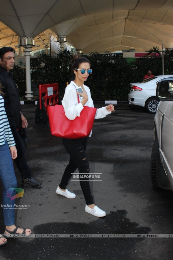 Malaika Arora Khan Snapped at Airport