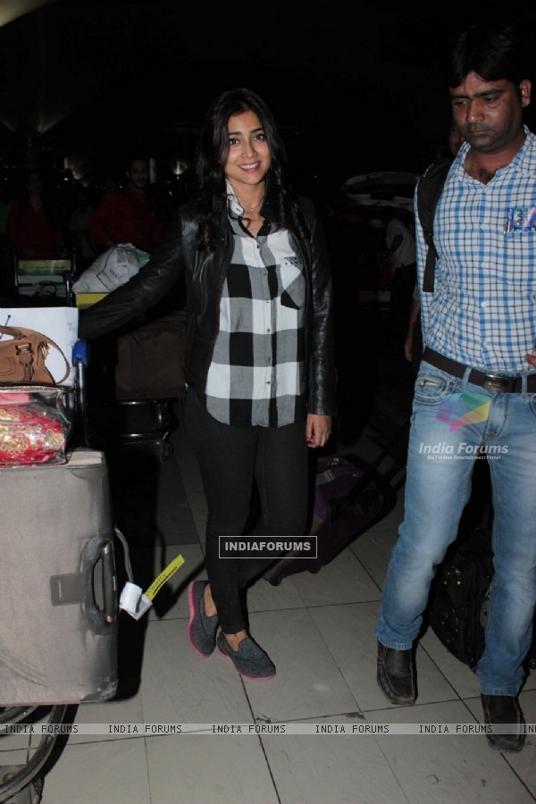 Shriya Saran Snapped at Airport