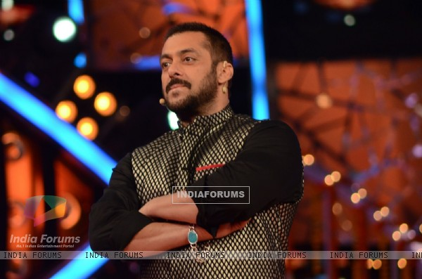 Salman Khan Celebrates Diwali at Bigg Boss House