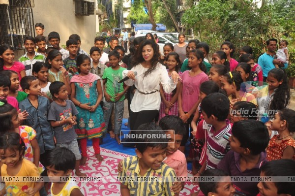Sambhavna Seth Celebrates Diwali with Kids