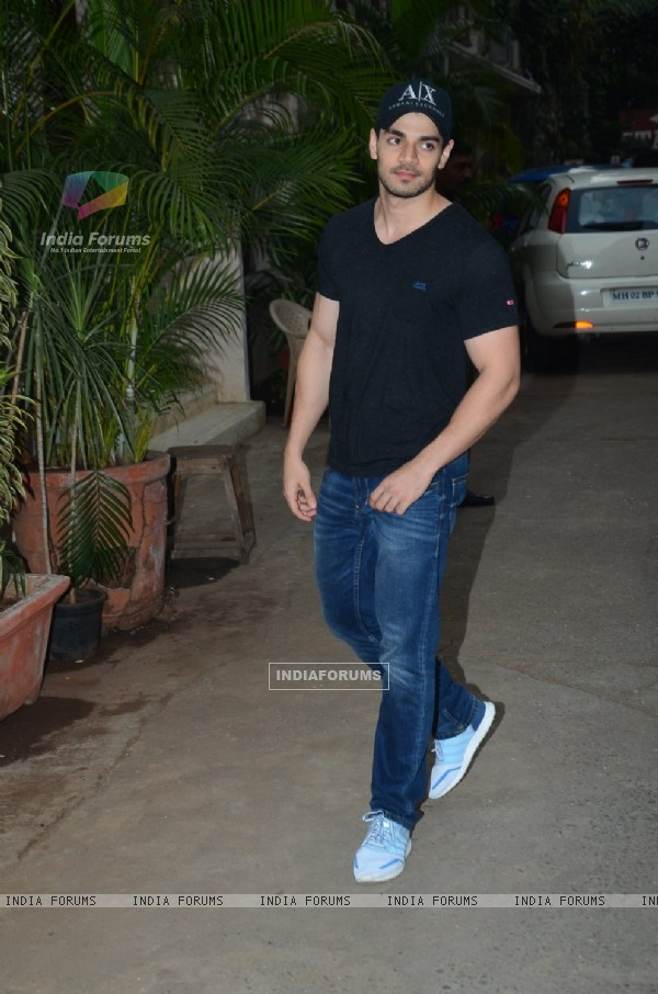 Sooraj Pancholi Snapped at Mehboob Studio!