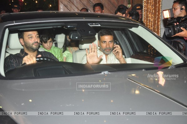 Akshay Kumar With his son Aarav at Big B's Diwali Bash