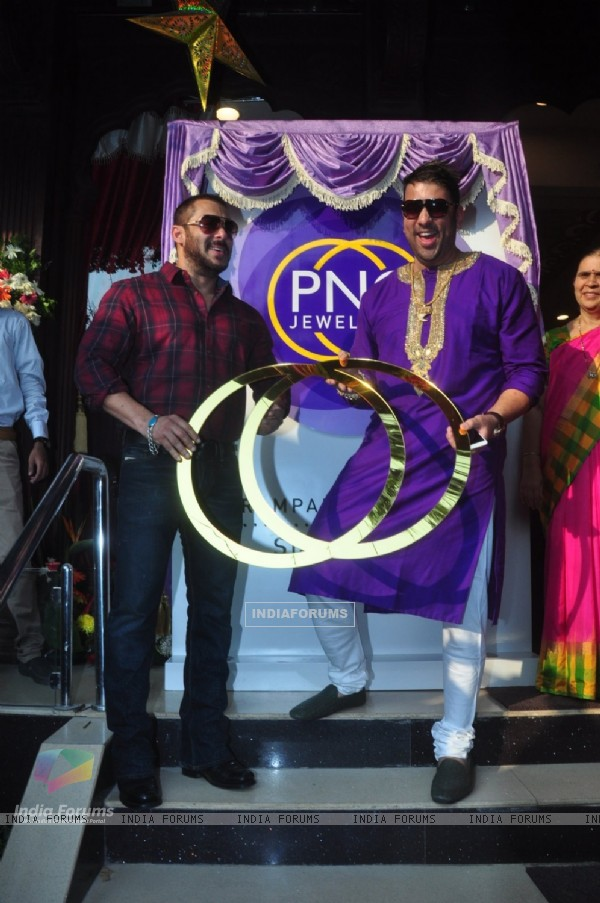 Salaman Khan Launches P N Gadgil Jewellers new logo