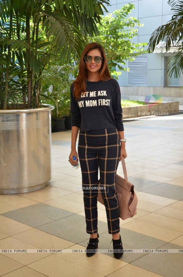 Esha Gupta Snapped at Airport