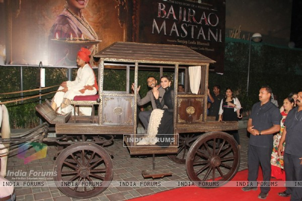 Ranveer Singh and Deepike Padukone arrive in a chariot at Trailer Launch of 'Bajirao Mastani'