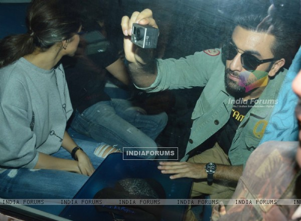 Ranbir Kapoor Shoots the ongoings of the Train Journey