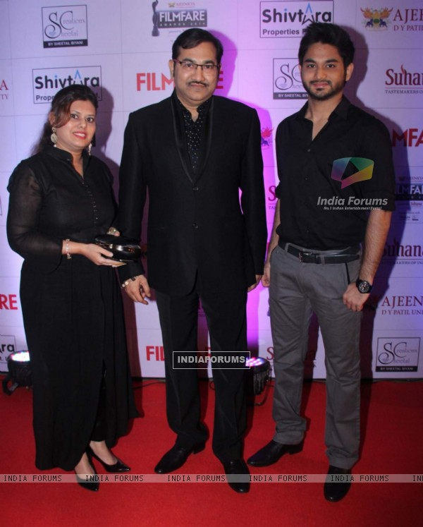 Sudesh Bhosale with his Son and Wife at Filmfare Awards - Marathi 2015