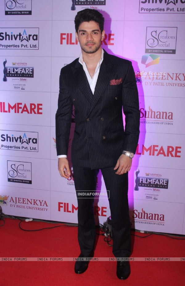 Sooraj Pancholi at Filmfare Awards - Marathi 2015