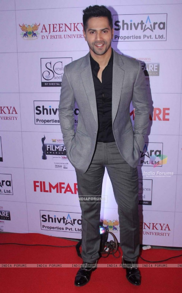 Varun Dhawan at Filmfare Awards - Marathi 2015