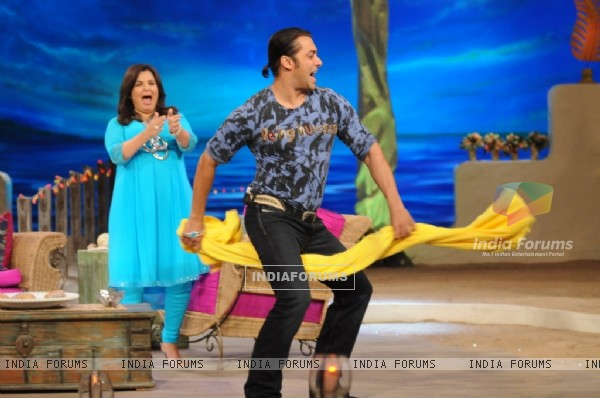 Salman Khan dancing