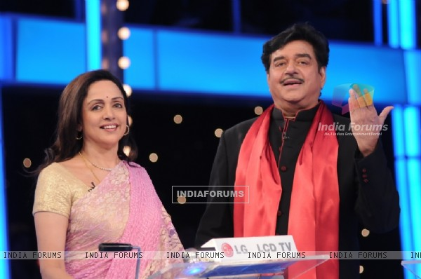 Shatrughan Sinha and Hema Malini in 10 Ka Dum