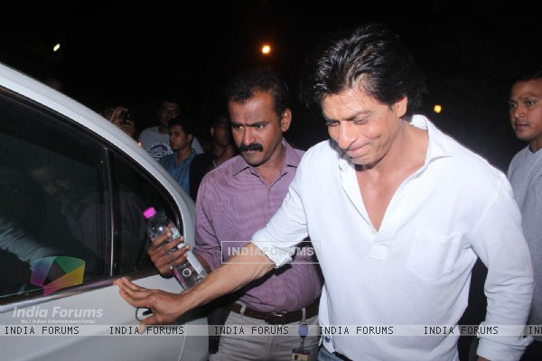 SRK Snapped at Olive Bar