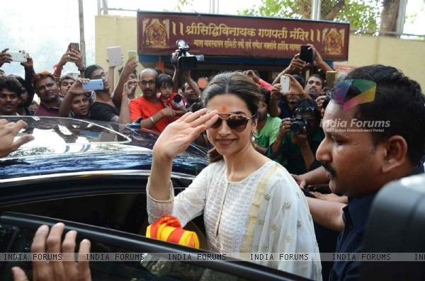 Deepika Padukone at Siddhivinayak Temple